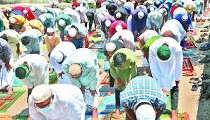 স্বাস্থ্যবিধি উপেক্ষা করে মসজিদে উপচেপড়া ভিড়